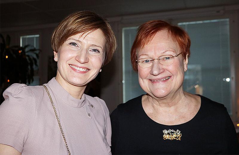 Kuvassa Vallin puheenjohtaja, kansanedustaja Susanna Huovinen ja Vallin kunniapuheenjohtaja, presidentti Tarja Halonen Nuuttijuhlassa juhlimassa 65-vuotiasta Vallia.